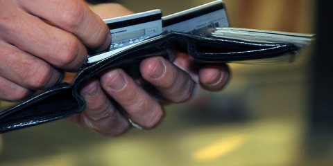 800px-US_Navy_080918-N-0659H-001_A_Naval_Support_Activity_Mid-South_Sailor_takes_a_moment_to_decide_which_credit_card_to_use