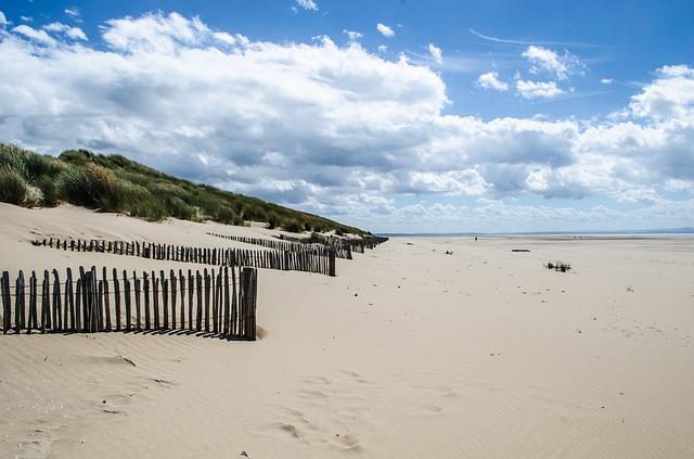 beach-215910_640