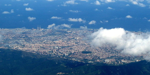 800px-Barcelona_from_airplane