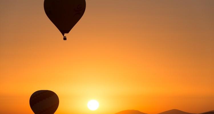 hot-air-ballooning-436440_1280