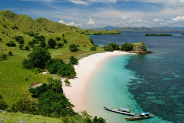 komodo-indonesia-beach