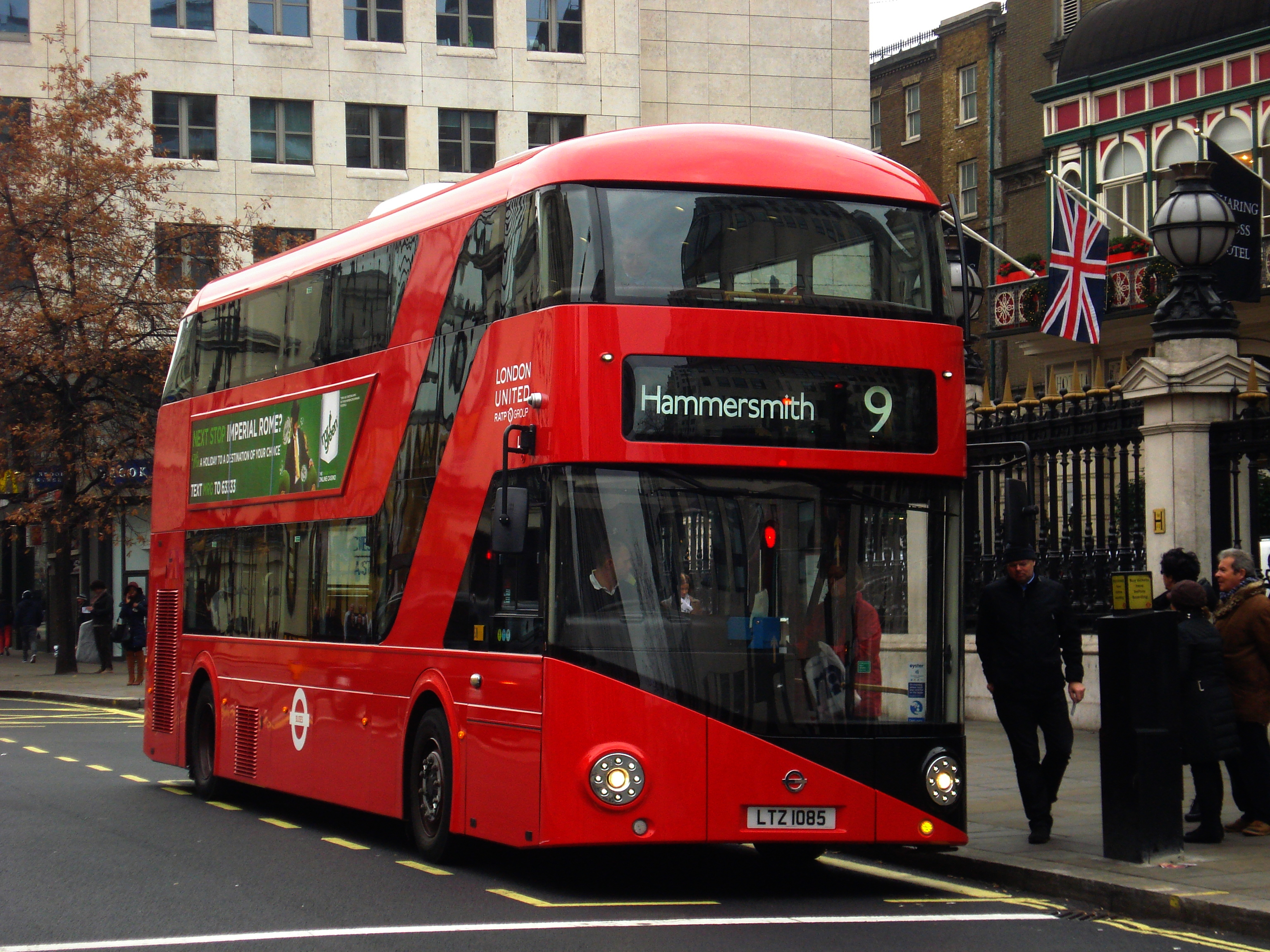 London_United_LT85_on_Route_9,_Charing_Cross