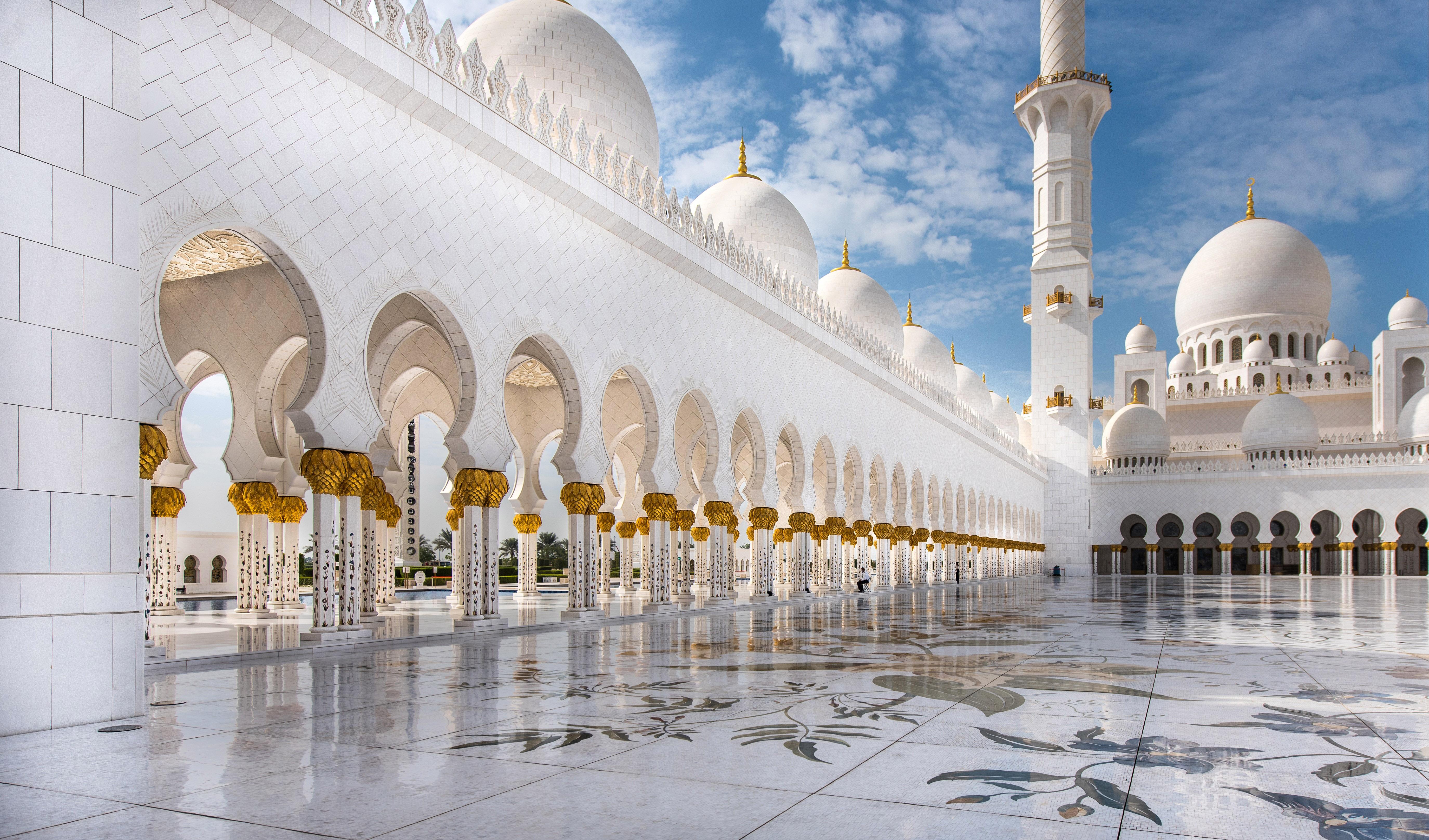 palace-court-at-abu-dhabi-united-arab-emirates-uae