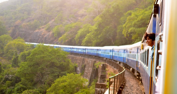 train-947323_1280