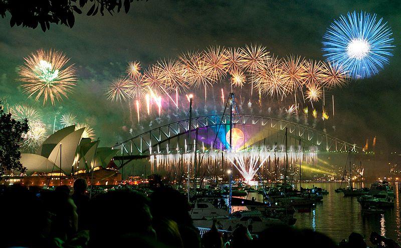 800px-Sydney_habour_bridge_&_opera_house_fireworks_new_year_eve_2008