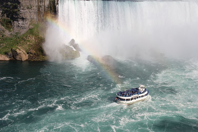 niagara-falls-889173_640